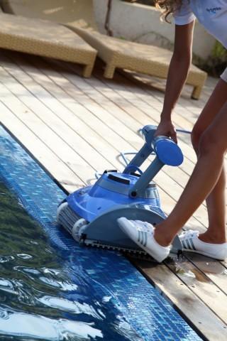 Robot pulitori per piscina